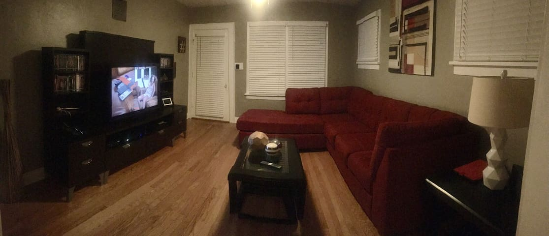 Quiet Comfortable Bungalow - Waukegan - Bangalô