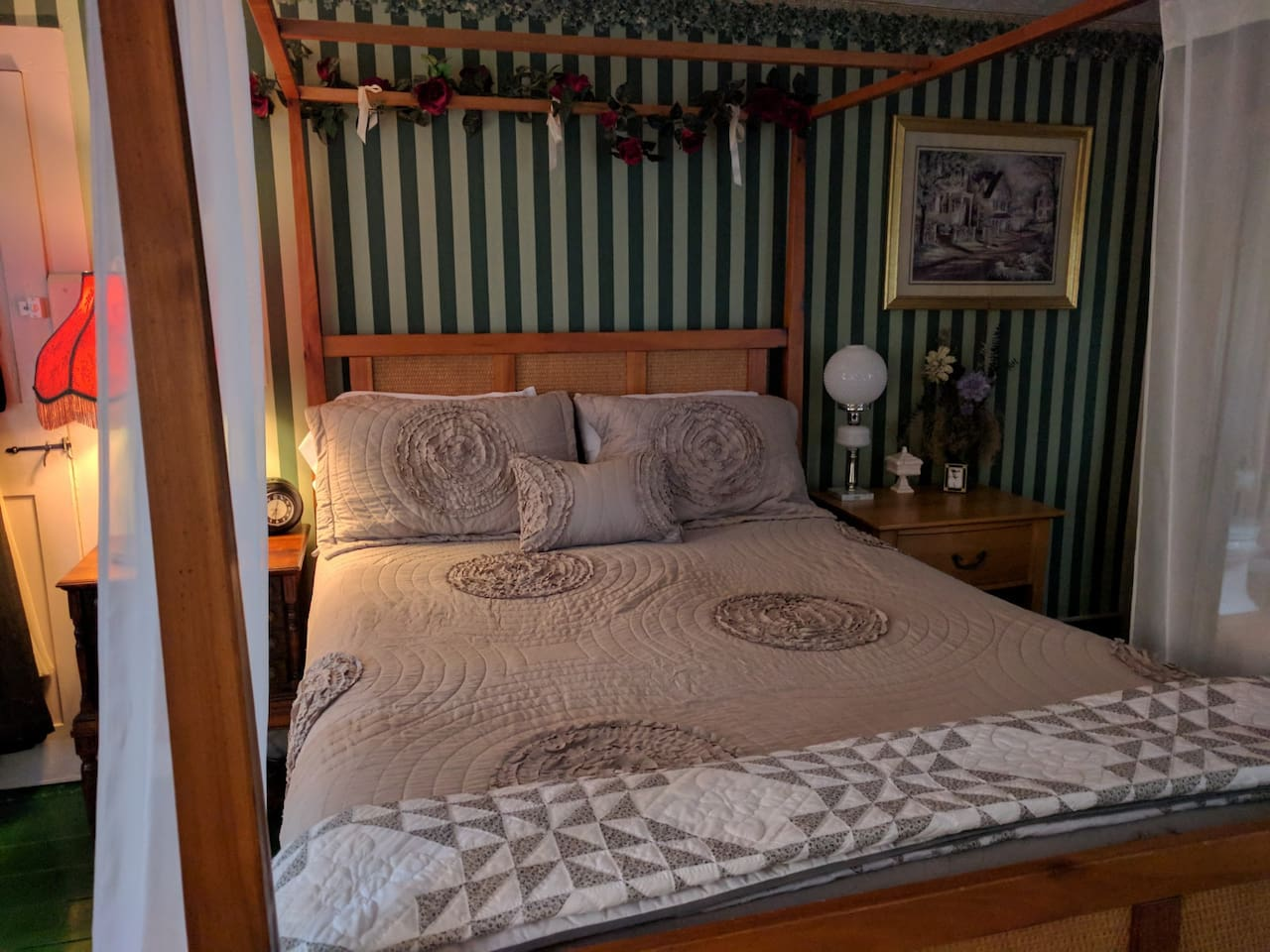 Green Room with canopy bed