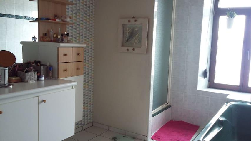 Chambre cosy dans maison familiale