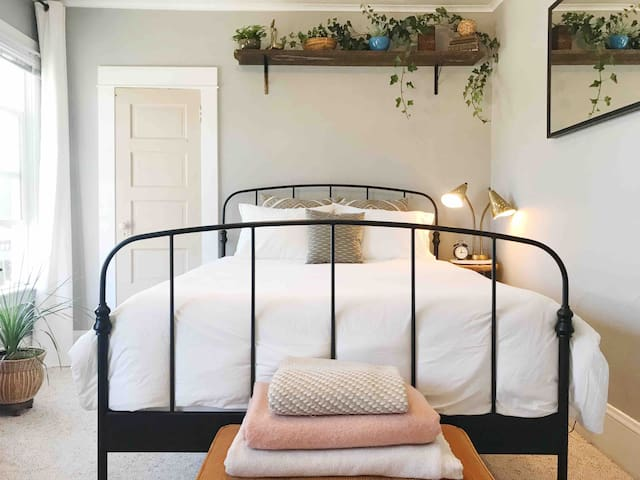 Room 01 - The Belmont Street Guesthouse - Mt Tabor