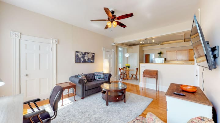 2Bed Qu/Fu Downtown Troy - ModernKitchen & Laundry