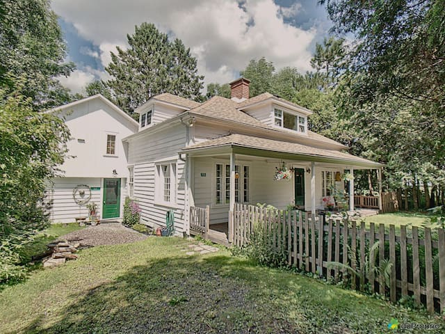Charming North Hatley Home *with cat sitting*