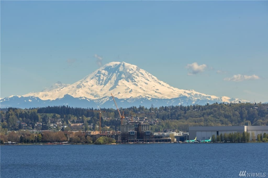 Mt Rainier at its best! Enjoy this view from the deck along with seeing planes take off from Boeing Field