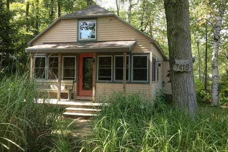 Roomy, 2 bedroom cottage sleeps 6.