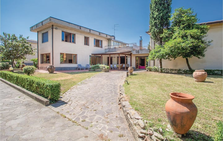 Beautiful home in Arezzo -AR- with 3 Bedrooms