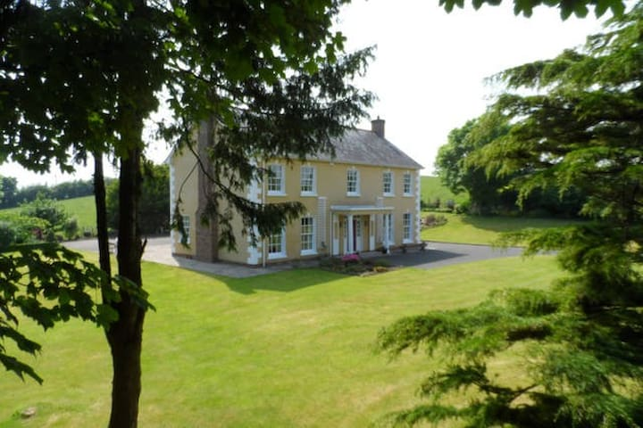 An Úllord Country House Bed & Breakfast - Monaghan - Bed & Breakfast