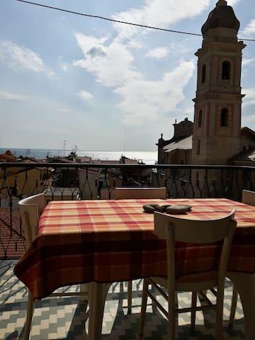 grazioso alloggio con terrazzo vista mare - Riva Ligure