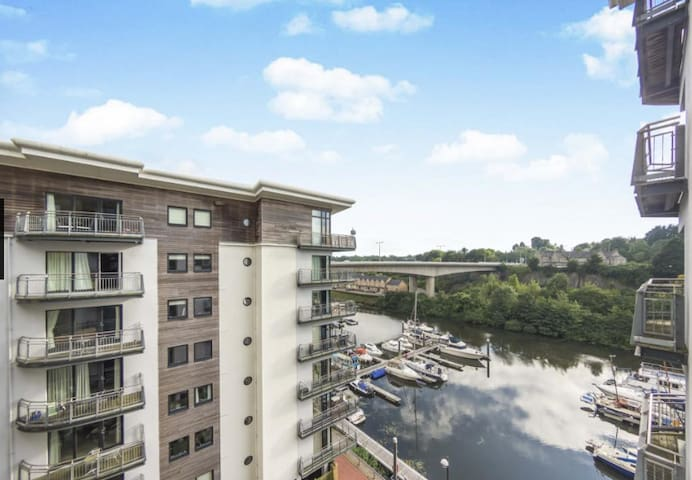 CARDIFF BAY: Two Double Bedroom Apartment (UEFA) - Cardiff - Leilighet