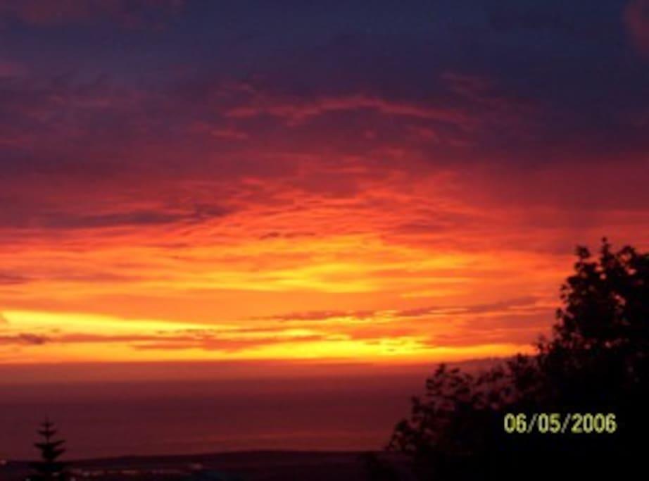 Unencumbered views of beautiful Kona Sunsets.