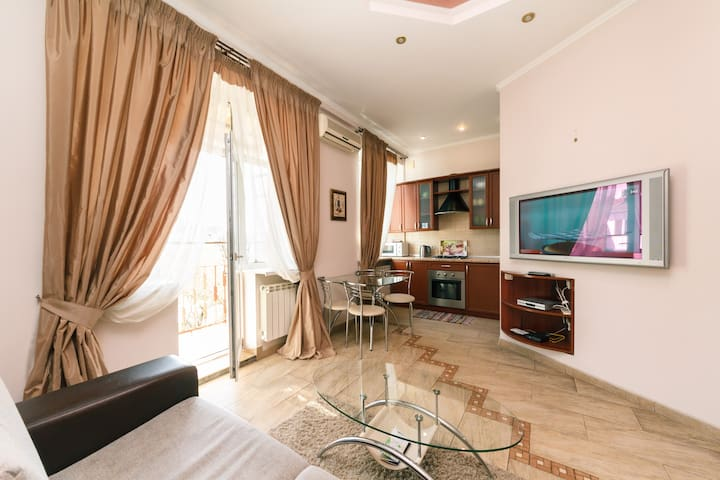Chic and Elegant 2 Bedroom Apartment