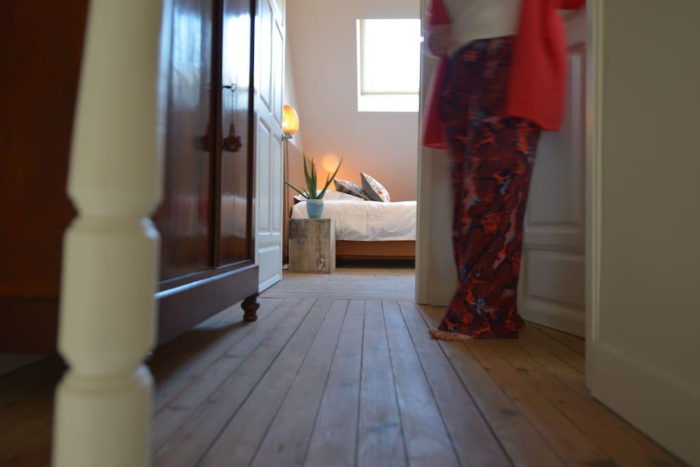 Heerlijk ruime kamer op de derde verdieping