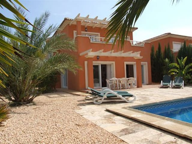 Villa Corbera Mosa for a lovely summer holiday!