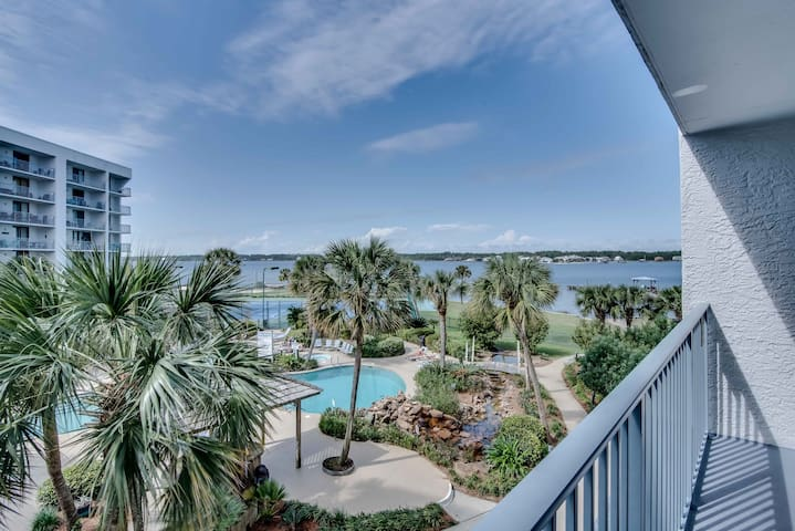 Spacious condo w/ shared pool & hot tub; tennis available on-site!