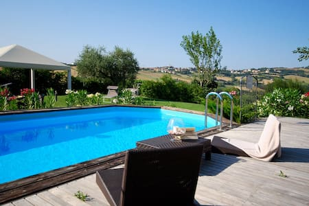 Charming Villa with Garden & Pool - Tavullia