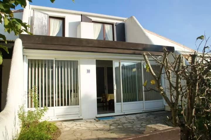 House with 2 bedrooms in Saint-Jean-de-Monts, with enclosed garden - 500 m from the beach