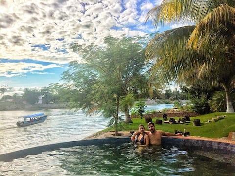 Amplia casa de descanso frente al río LA ANTIGUA