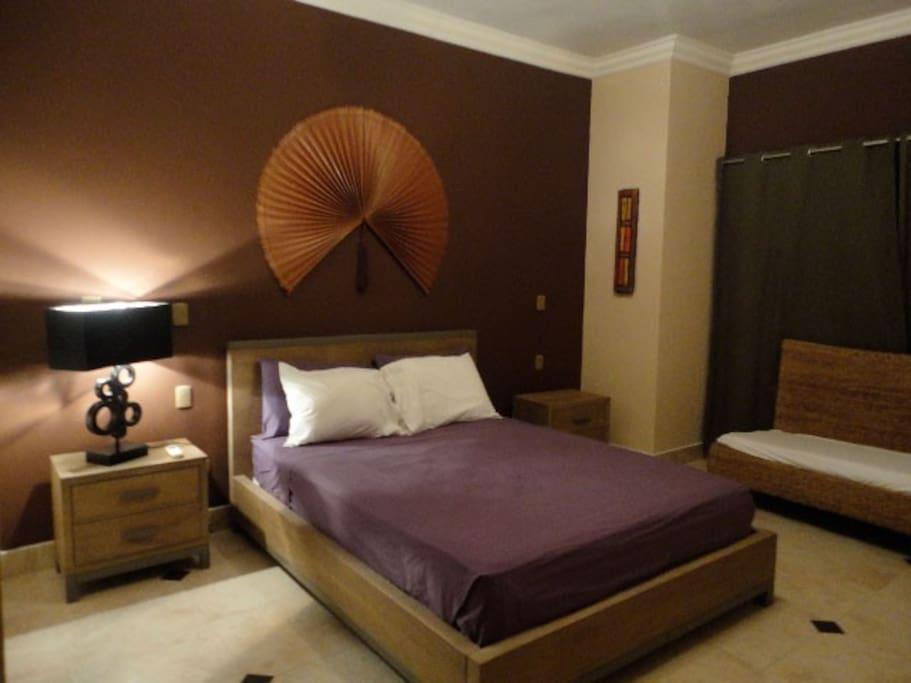 Segunda habitación, en suite, baño privado gran closet aire acondicionado y cama que en size