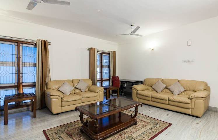 Homely stay-near U.S.Consulate-Cathedral Road - Chennai - Daire