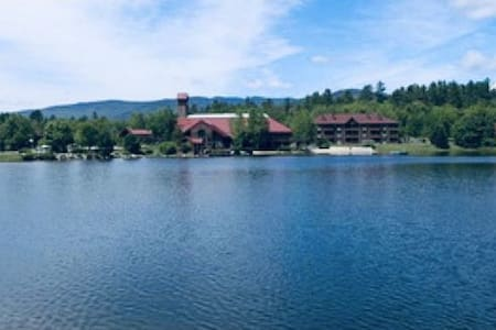 Minutes from loon mt with free shuttle indoor pool