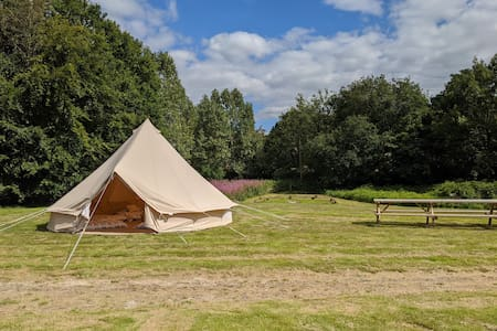 Bell Heath Country Glamping (oak 4-6)