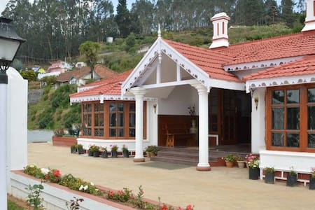 Golden Cypress Ooty - Ooty - Boutique hotel