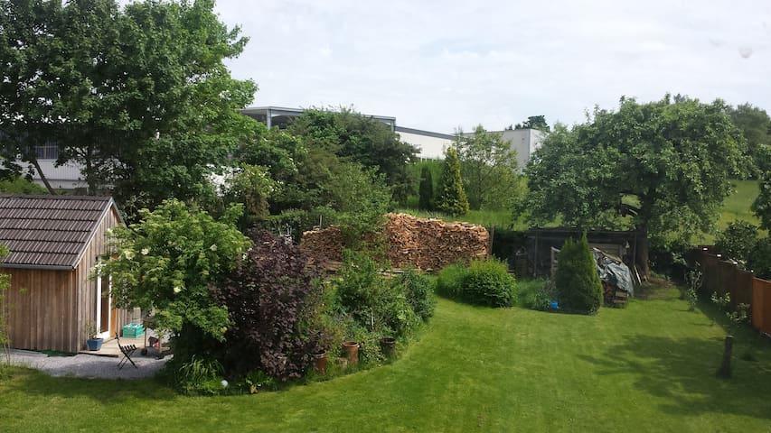 Gemütliches, ruhiges und großes Zimmer mit Garten