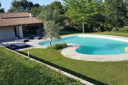 Top 20 holiday lettings le puy sainte r parade holiday for Piscine puy sainte reparade