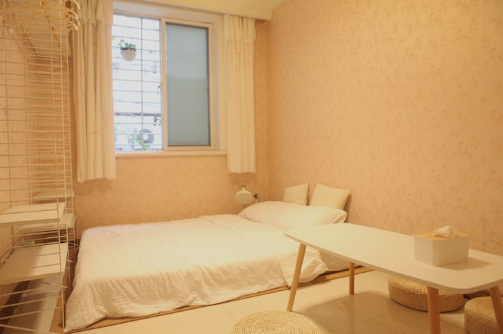 人民广场老上海风情底楼温馨公寓房