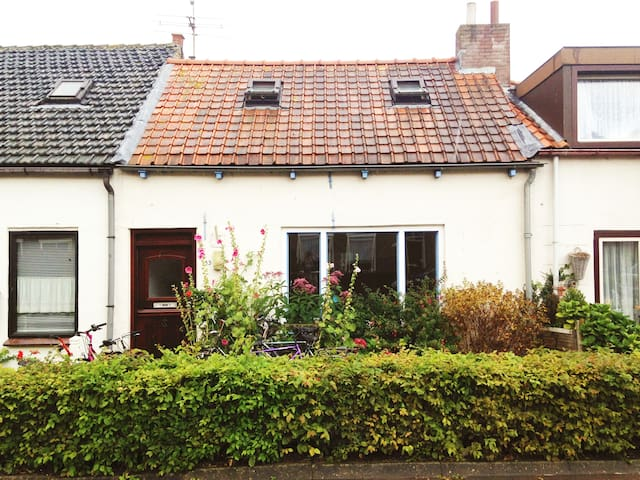 new on Airbnb: cosy house in picturesque village - Groede - Huis