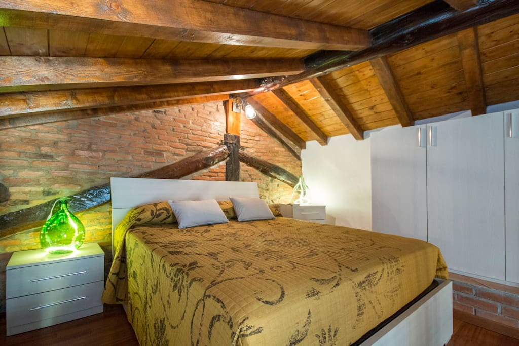 pic by Airbnb - bedroom