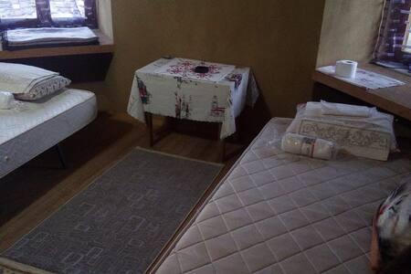 Güre Köyünde Kaz Dağları Eteklerinde Köy Evi