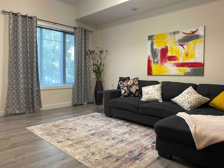 Newly built Apartment - walking distance to HSC