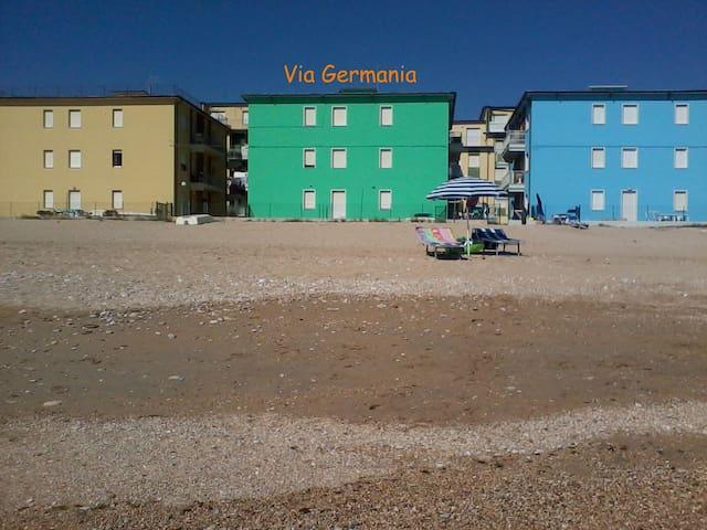 Casa in riva al mare e visite a borghi limitrofi