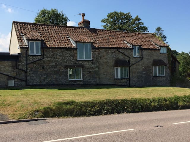 Self-catering B&B, Almondsbury 2 - Bristol