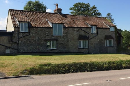 Self-catering B&B, Almondsbury - Bed & Breakfast