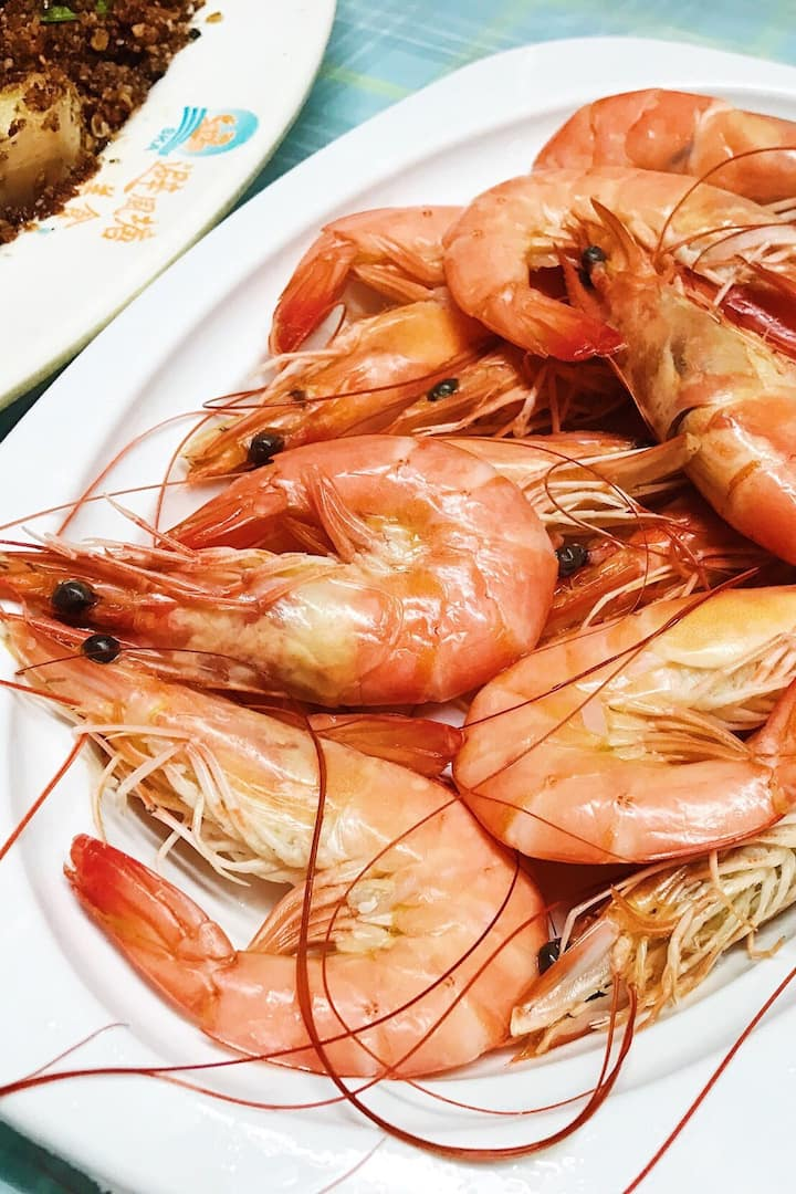 Blanched prawns to start