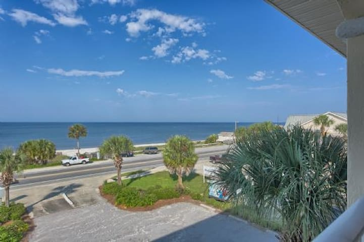 Mexico Beach, Summer House Condo, Community Pool ~ Beach Destiny