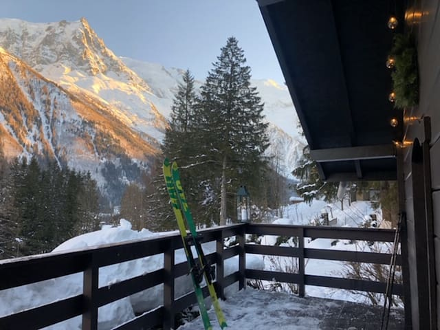 Chalet - 10 m from the slopes