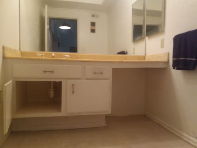Charming couch and big tv with netflix - Los Angeles - Bed & Breakfast