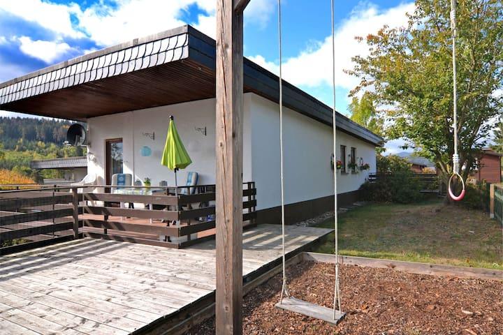 Kleine vakantiewoning met balkon en prachtig uitzicht in Medebach in het Sauerland