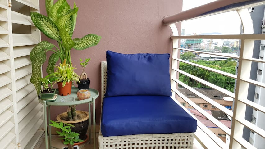 Studio with Lovely Balcony