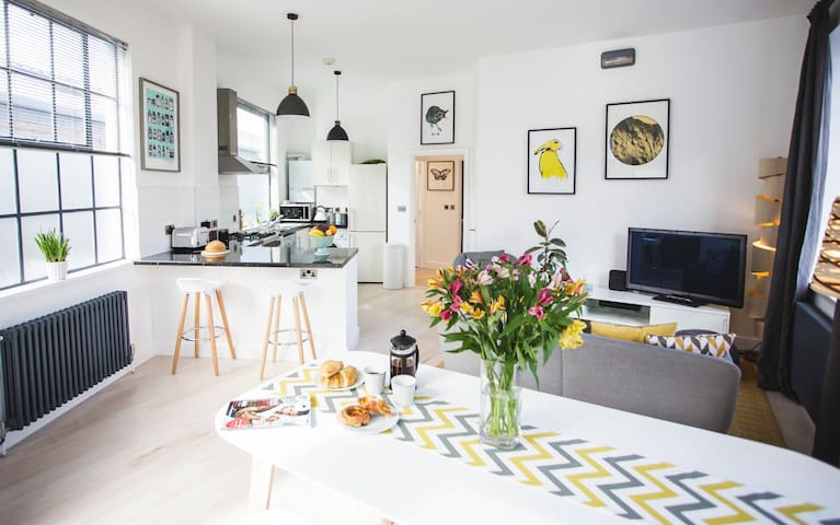 Beautifully Bright Scandinavian-Style Loft + Prk