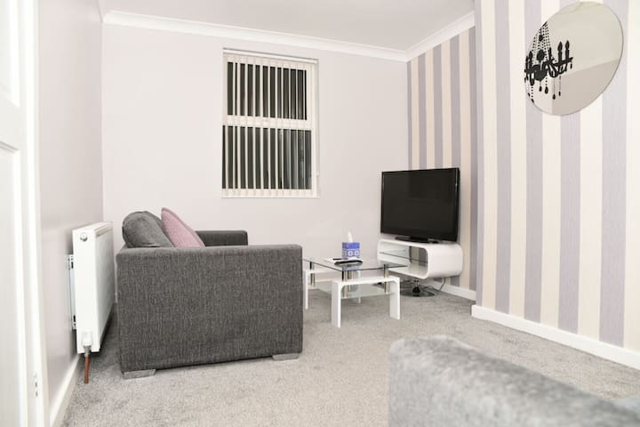 SLEEP 7 COMFORTABLE 2 BED HOME - Sheffield - Leilighet