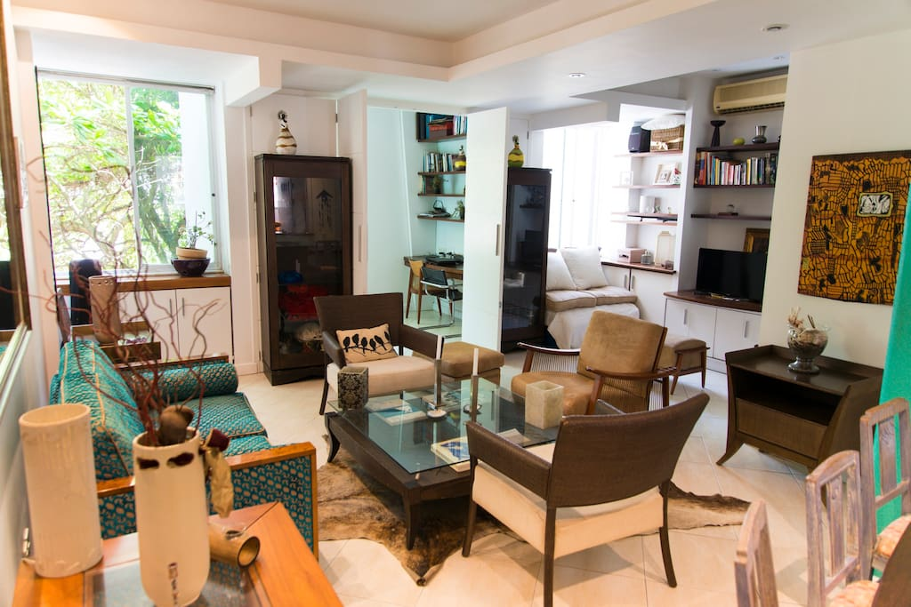 The appartment is furnished with designers Brazilian furniture and decorated with Brazilian art and artcraft