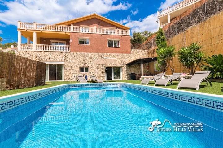 Large with private pool, lots of space!
