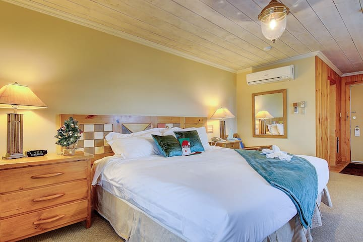 Stunning Lake View guest rooms at Jackson Point
