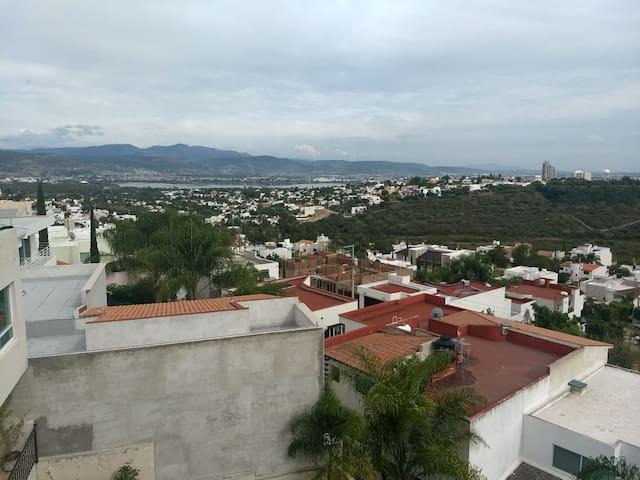 Vista de la casa hacia el parque metropolitano dónde se llevará acabó el festival del Globo!