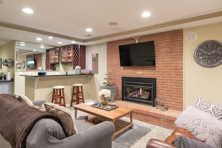 Cozy Cul-De-Sac Charm Lower Level Suite