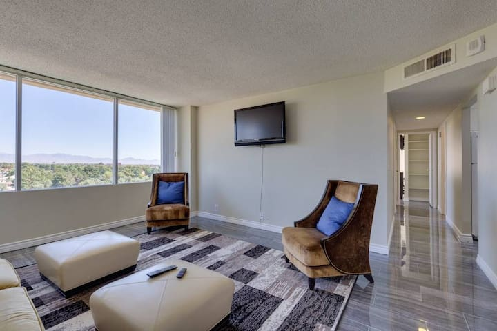 (M307) Hi-rise Apartment By Strip! Walk to CES!