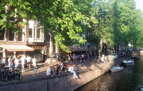 B&B In de Lelie is located on the most beautiful canal of Amsterdam